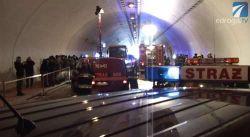 Strażacy w tunelu